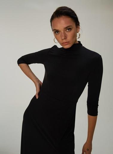 NGSTYLE Yırtmaç Detaylı Örme Elbise Siyah